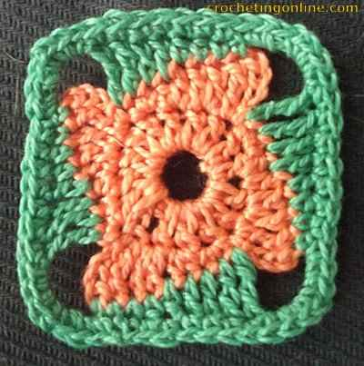 Revolving crochet stitches